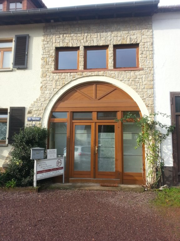 Eingang zur Praxis in Homburg-Beeden